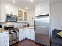 Great fully equipped kitchen (no dishwasher)
