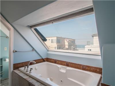3rd level - enjoy ocean views from the tub