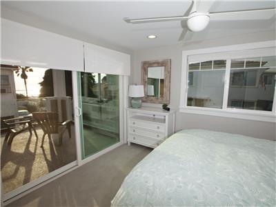 Lower: Queen bedroom