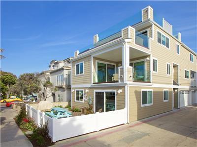 Brand-new & luxurious, upper of a 2 unit beach ret