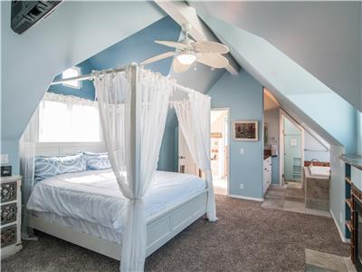 3rd level - spacious Master suite with King bed