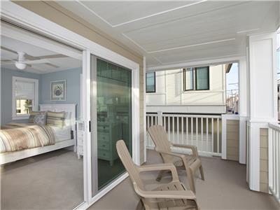 2nd level - queen bedroom