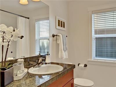 Full bath betwen Queen and Twin Bedroom