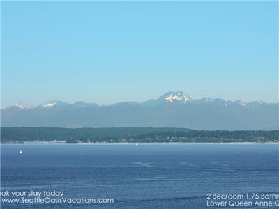 Gorgeous bay,mountain and sound View!