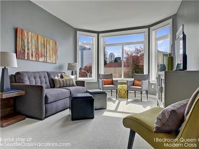 Living room with tempur-pedic sleeper sofa.