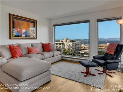 Living Room with Fireplace, HDTV and VIEWS!