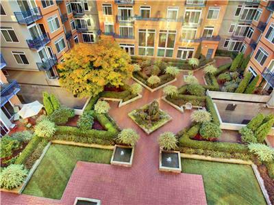 BTC Common Areas Pro Overhead Courtyard