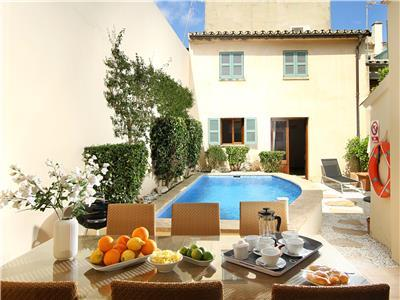 Mallorca holiday town house rental