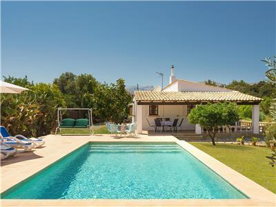 Holiday villa rental in Pollensa