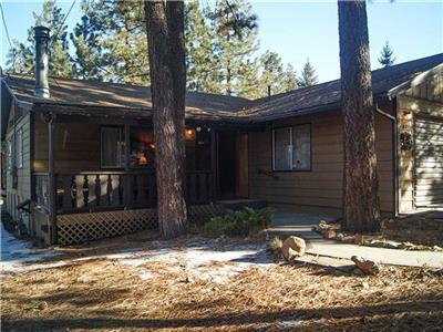 "<p>Getaway #075 is a recent addition to our line up and it offers a great opportunity for you and your family to experience a perfect getaway here in Big Bear. For a limited time, take an additional 10% off 2 nights thru Winter (excluding holidays). Come on Up and enjoy by booking now!</p> <p>Featuring 2 bedrooms in a great location with mountain style décor and vaulted wood ceilings, you get the ""real cabin experience"" but have all the conveniences and comforts of home! This vacation getaway is ideal for couples or small families with sleeping for up to 6.</p><ul><li><strong>Perfect location near everything in Big Bear!</strong></li><li><strong>Walk to the Lake and Meadow Park</strong></li><li><strong>Just One Mile to Snow Summit Ski Resort</strong></li><li>Large lot perfect for year round enjoyment</li><li><strong>Two minutes to Village Shops and Restaurants!</strong></li></ul><p>To receive this discount, you may book online, <a href=""javascript:void(location.href='mailto:'+String.fromCharCode(67,104,97,114,108,105,101,64,98,105,103,98,101,97,114,103,101,116,97,119,97,121,46,99,111,109)+'?subject=Getaway%20%23002%20%2010%25%20off%20special%20inquiry')"">email Charlie@bigbeargetaway.com</a>, or give us a call at 909-585-1547.</p>        <p> </p> - 7512"