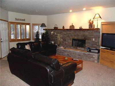 <p>  Cabin #62 Weekend Special for Jan 23rd to Jan 26th pay only $300 per night for this weekend only.</p><p>This luxury townhome is walking distance to Snow Summit Ski Resort, only a block away.  Sleeps 8</p><p></p><p></p> - 9486