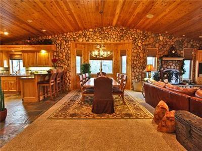 <p> Cabin #076 Summer Special.  10% off 2 nights or more!  Offer valid on stays completed beteween June 10, 2016 and August 31, 2016.  Excludes Holidays.</p><p>This luxurious, spacious and magnificent custon log mountain estate home is perched atop one of the highest points in Big Bear, providing amazing panormaic views across the entire valley.  Appropriately named The Starry Starry Night.  This is one of the most spectacular homes in Big Bear Lake!</p><p></p> - 7512