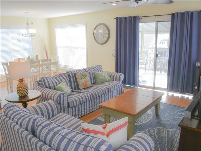 3/3 Gulf View home, Pool, Pet friendly, steps to the beach.