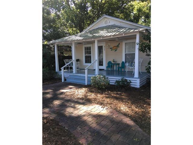 Baytown Cottage- Pet friendly, close to downtown, fenced yard, WIFI, boat parking!