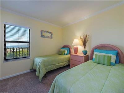 Guest Bedroom - Twin Beds