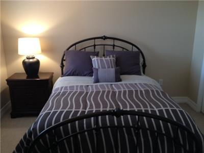 Guest Bedroom 1- Queen Bed