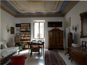 A quiet sitting room