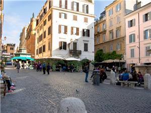 Piazza Santa Maria ai Monti is full of life!