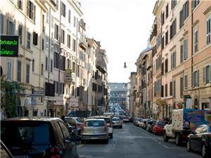 Rione Monti is a classic Roman street