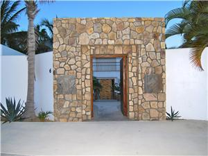 Entrance to Villa La Laguna