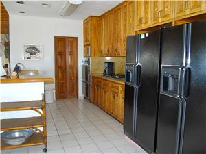 The fully equipped kitchen has 2 refrigerators