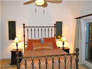 3rd bedroom has a queen size bed