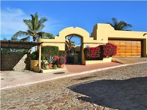 Entrance to Villa de Familia Stein