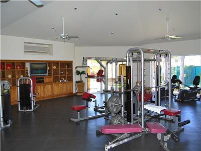 Las Mananitas has a gym.