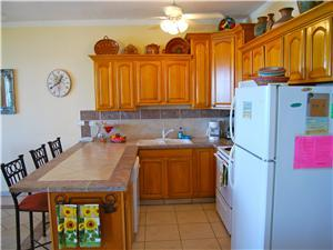Fully equipped kitchen with dishwasher
