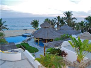 Villa la Laguna has amazing ocean views