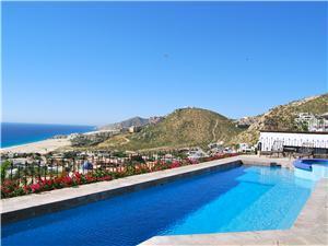 Amazing pool overlooking the Pacific Ocean