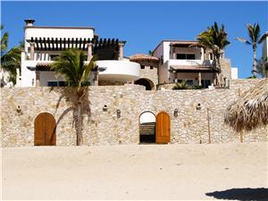 Castillo Escondido sits on a white sand beach