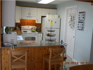Breakfast Bar and fully equipped Kitchen