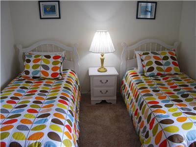 Additional Guest Bedroom with two twins