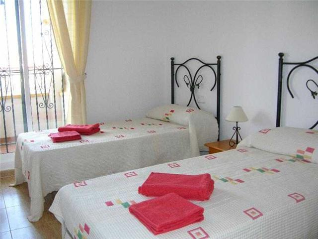 Twin bedroom, 8406 Ribera Golf