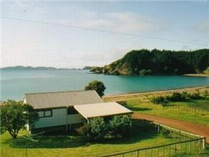 Beach House in Mahinepua