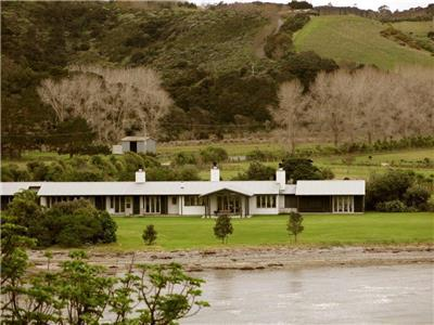 Beach House in Matakana