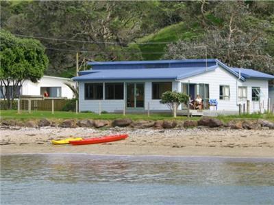 Beach House in Oakura Bay