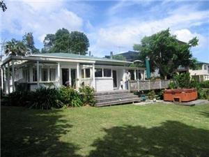 Beach House in Auckland City