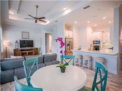 1,182 Sq Ft, Zero-Entry Pool, Shuttle to Beach, 2 Bikes! Petite Retreat in Prominence 30A