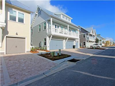 Brand new, 2 Bikes, Professionally decorated, Large pool ~SeaLevel at Prominence 30A
