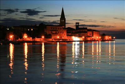 Poreč at night