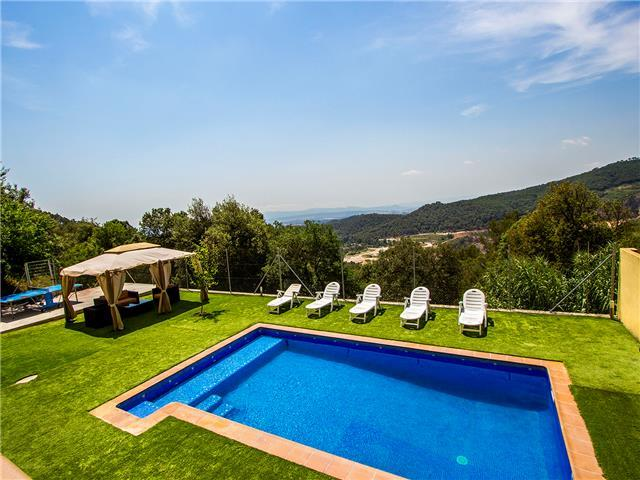 Villa Sole Sant Feliu for 8 guests, just a short drive to Barcelona!
