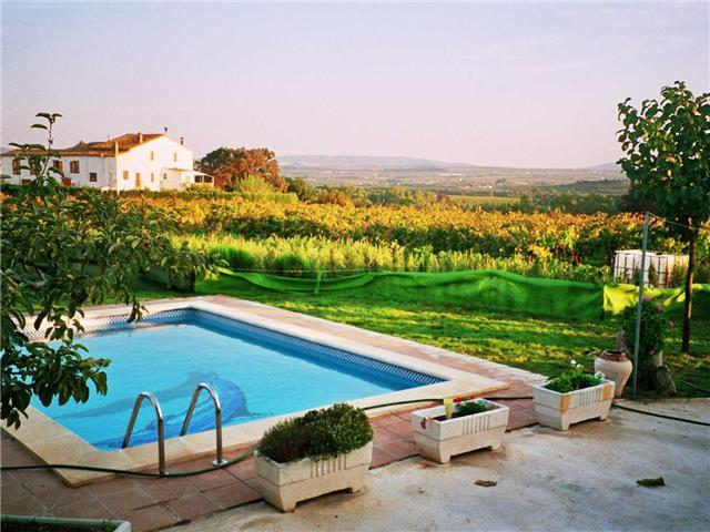 Masia in Pla del Penedès for up to 10 people, in the gorgeous Catalan countryside!