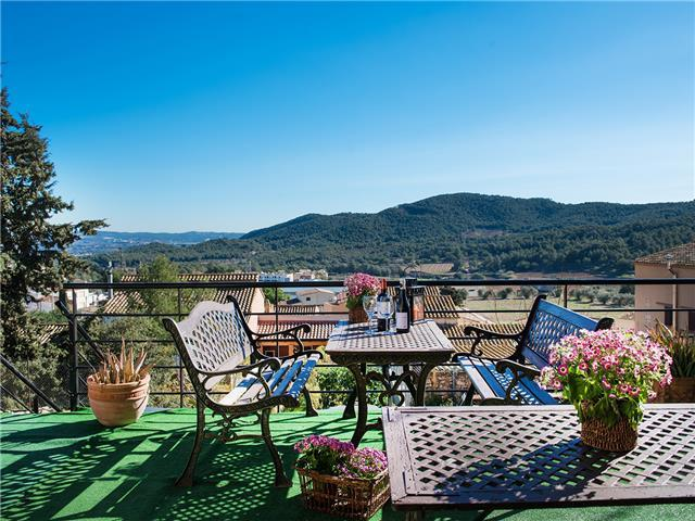Villa Ronda in the mountains of Tarragona, only 7km from the beach!