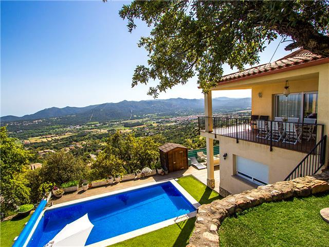 Tranquil Costa Brava paradise for 8-9 guests, only 6km from the breathtaking beaches