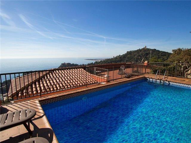 Catalunya Casas: Modern villa in Blanes for 12 guests, with views of the Mediterranean Sea!