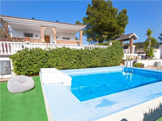 Villas Tortosa for 9 guests, only 20km to the beaches of Costa Dorada! Catalunya Casas