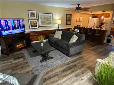 Newly Updated Walk In Level, King, 2 Queens, WIFI, Pool, (Club C-7)