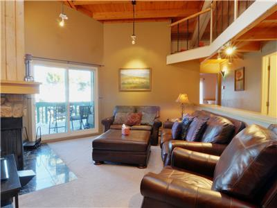 TREEHOUSE 303: 2 Bed/2 Bath, Bright and Spacious Sleeping Loft, Wi-Fi, Family Friendly Clubhouse